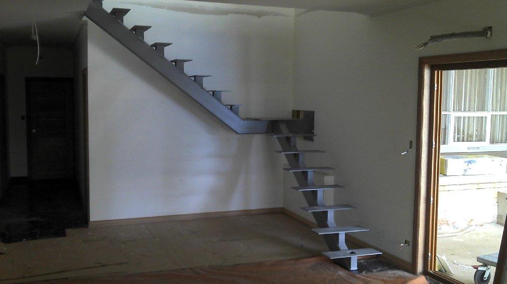 Escalera de hierro 2 metaldone