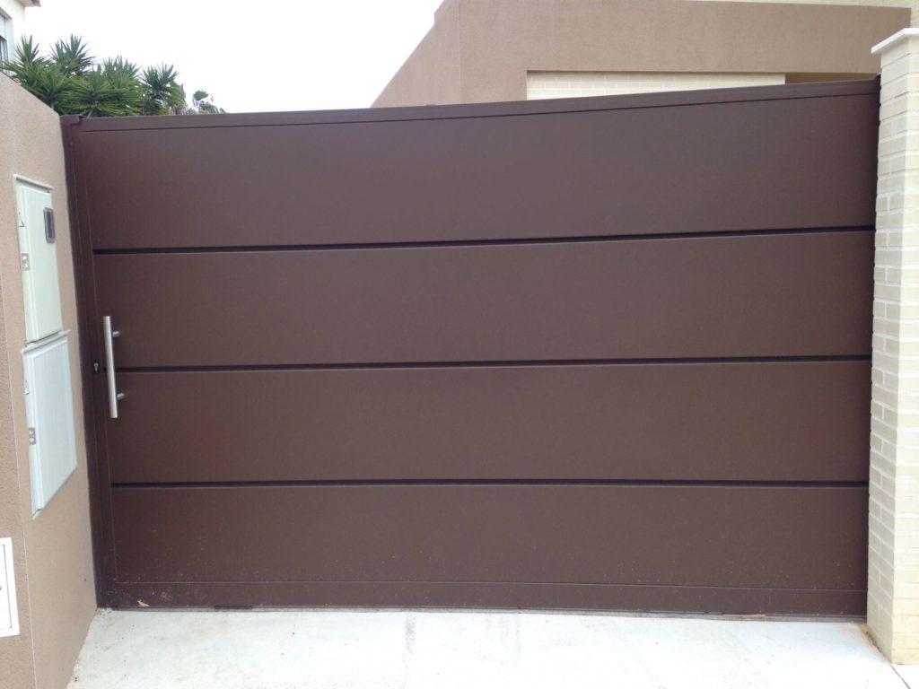 Puerta y valla personalizada