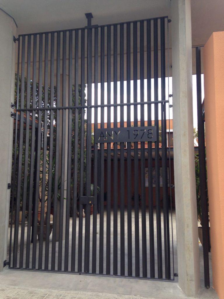 Espectacular puerta de hierro