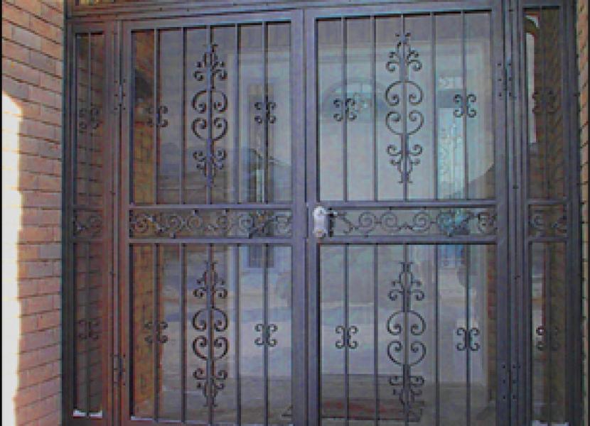 Puerta-comunidad-hierro-forja-decorativa-Metaldone